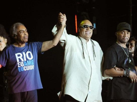 Gil e Stevie Wonder fizeram dueto natalino em show na Praia de Copacabana (Foto: Alexandre Durão/ G1)