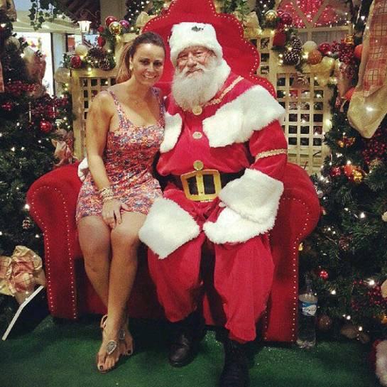 Viviane Araújo disse que o Papai Noel a convidou para tirar uma foto em um shopping no Rio de Janeiro