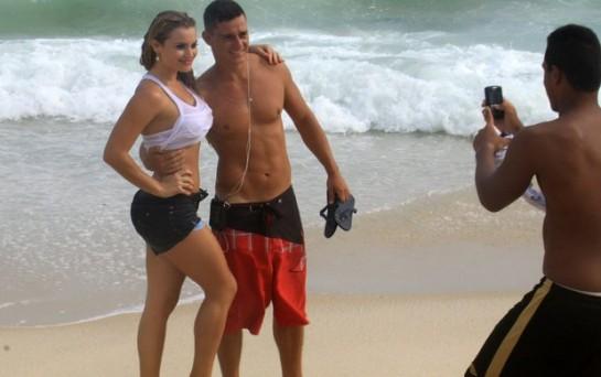 A Coelhinha Thaiz Schimitt posa para fotos (Foto: Roberto Cristino / Foto Rio News)
