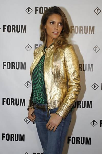 Fernanda Lima Chega para o desfile da Forum na São Paulo Fashion Week na Bienal do Parque do Ibirapuera em São Paulo