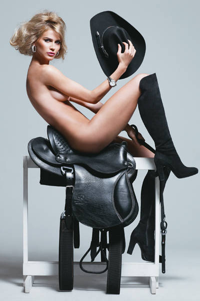 A top Renata Kuerten em ensaio para a revista GQ